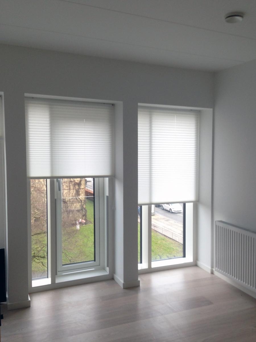 p jagt efter gardiner til sm vinduer tjek mulighederne her. Black Bedroom Furniture Sets. Home Design Ideas